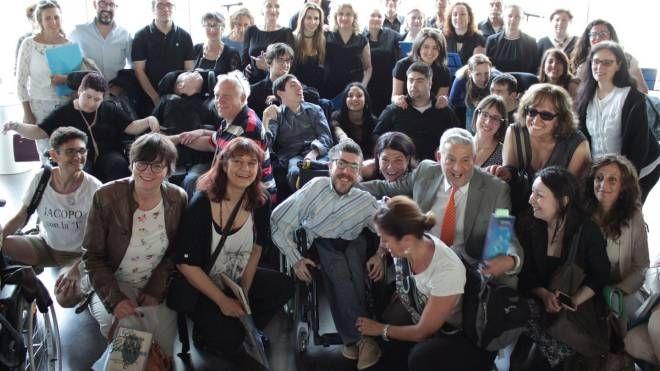 Alcuni dei partecipanti sabato pomeriggio alle Officine Garibaldi per la presentazione del libro di Iacopo Melio