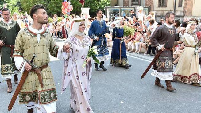 La sfilata dei costumi al Palio di Legnano