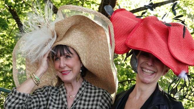 """""""Il cappello più bello per Corri la vita"""" (foto Moggi/New Pressphoto)"""