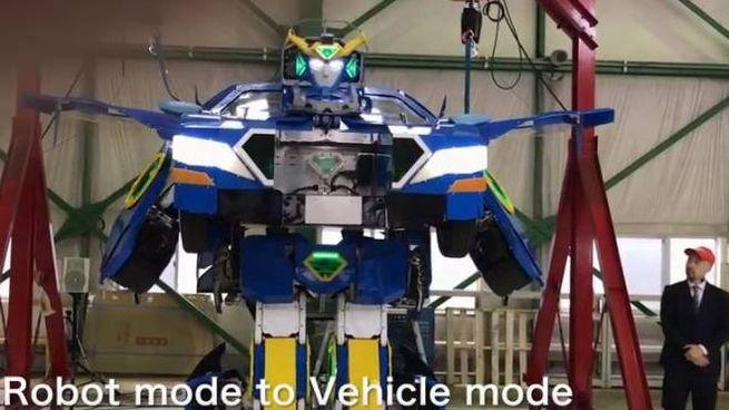Giappone Ecco Il Vero Transformer Da Robot Ad Auto Sportiva In