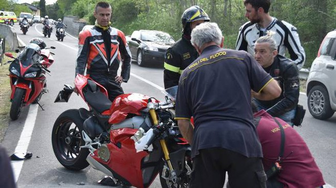 I soccorsi sulla statale 67 a Rocca San Casciano (foto Fantini)