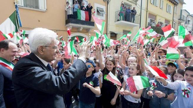 Il Presidente della Repubblica Sergio Mattarella a Casoli (Ansa)