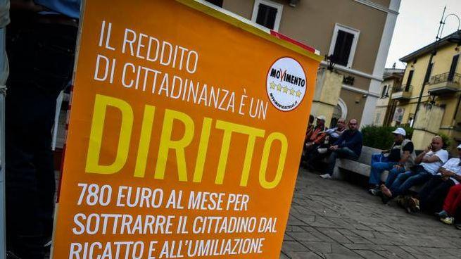 Un manifesto del Movimento 5 Stelle (Imagoeconomica)