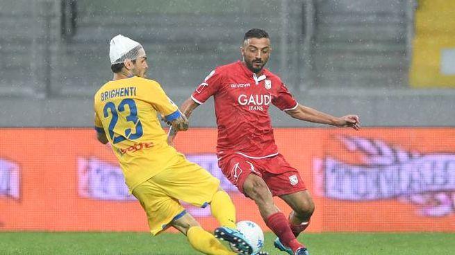 Nel secondo tempo la pioggia ha condizionato la partita (foto LaPresse)