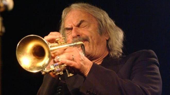 Enrico Rava protagonista del concerto al teatro Sociale il 13 maggio