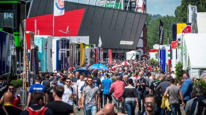 Il popolo della Superbike durante la tappa del mondiale nel maggio 2017 in autodromo