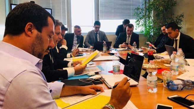 Salvini e Di Maio durante il vertice al Pirellone (Twitter / Ansa)