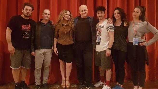 Il cast assieme all'autore delle musiche, Carlomè