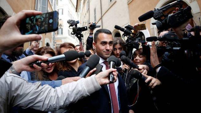 Luigi Di Maio assediato dai media (Lapresse)