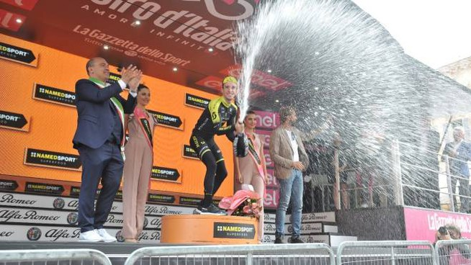 Giro d'Italia a Osimo (foto Santini)