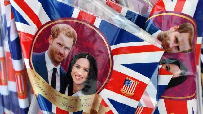Merchandising per il matrimonio di Harry e Meghan (Ansa)