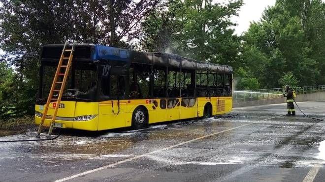 L'autobus di Seta  che ha preso fuoco nella giornata di giovedì