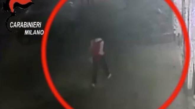 Frame video dell'aggressione diffuso dai carabinieri