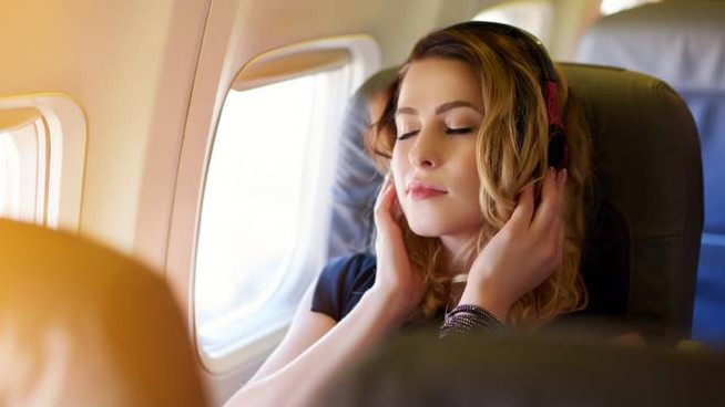 I viaggi in aereo sono spesso fonte di stress - Foto: stock_colors/iStock