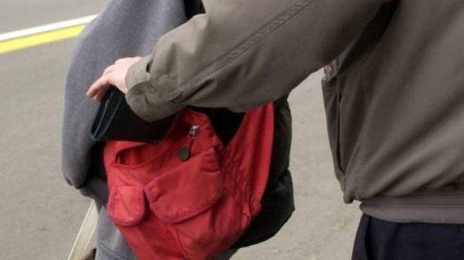 Un borseggiatore