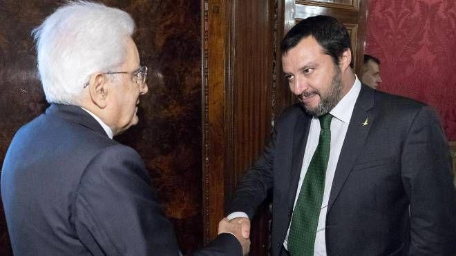 Sergio Mattarella con Matteo Salvini (Ansa)