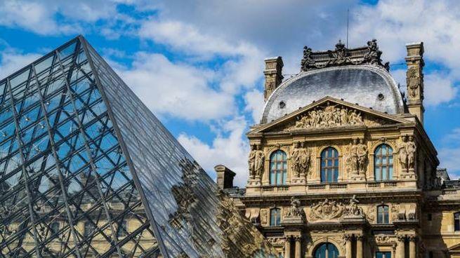 Nel 2017 il Louvre ha richiamato 8,1 milioni di visitatori - Foto: Latsalomao/iStock