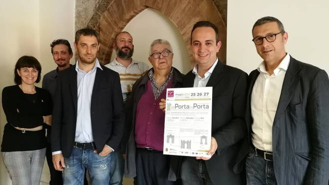 I promotori dell'evento 'Di porta in porta'