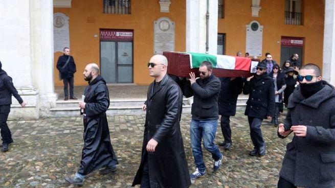 Il 'funerale' inscenato da Forza Nuova (Foto Ravaglia)