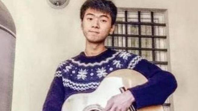 Leo Congliang Hu, lo studente di vent'anni che è stato trovato morto a novembre dentro a una valigia nella sua abitazione