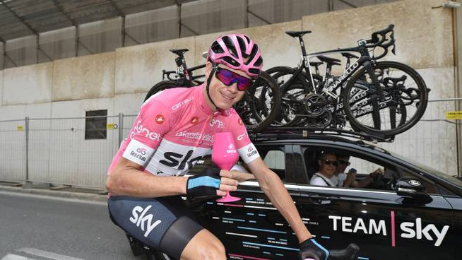 Chris Froome in rosa a Roma c21d9d1e8
