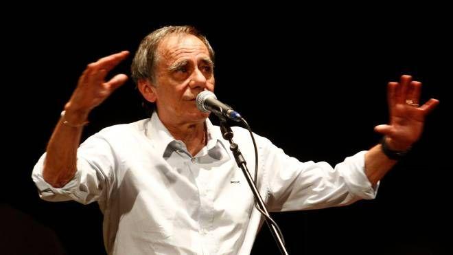 Il cantautore Roberto Vecchioni