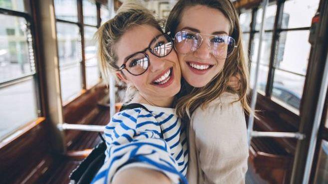 Gli occhiali sembrano davvero sinonimo di intelligenza - foto pekic istock