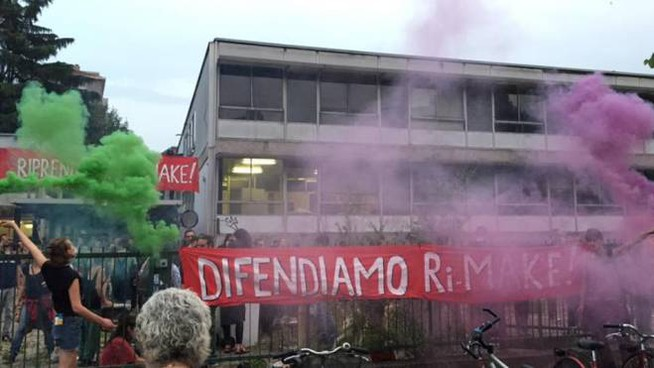 Ri-make, occupazione ex liceo in via Volga a Milano (Foto Facebook)