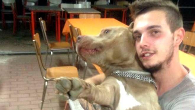 Roberto Tamborini aveva 27 anni; tutti i tentativi di salvargli la vita si sono rivelati purtroppo vani
