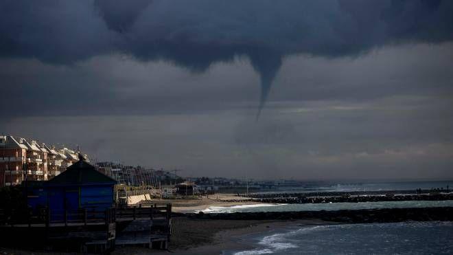 Tromba marina a Ostia in novembre (LaPresse)