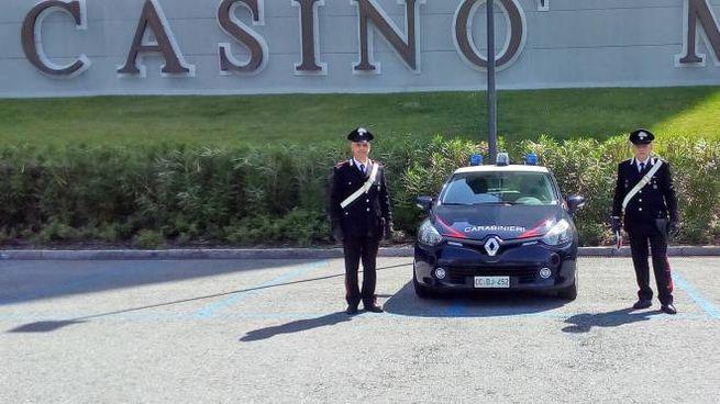 Carabinieri davanti al casinò