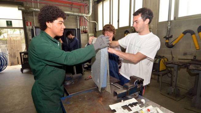 Giovani apprendisti al lavoro