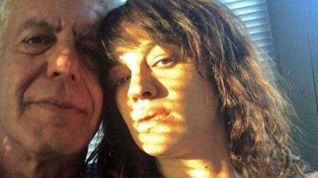 Anthony Bourdain e Asia Argento in una foto pubblicata sul profilo Instagram dell'attrice