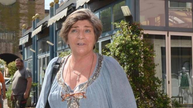 Monica Vettorato davanti al chiosco in piazza Merlin (Foto Donzelli)
