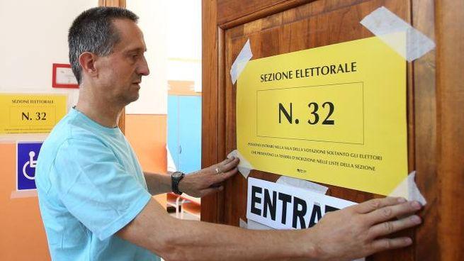 Una sezione elettorale (foto Di Pietro)