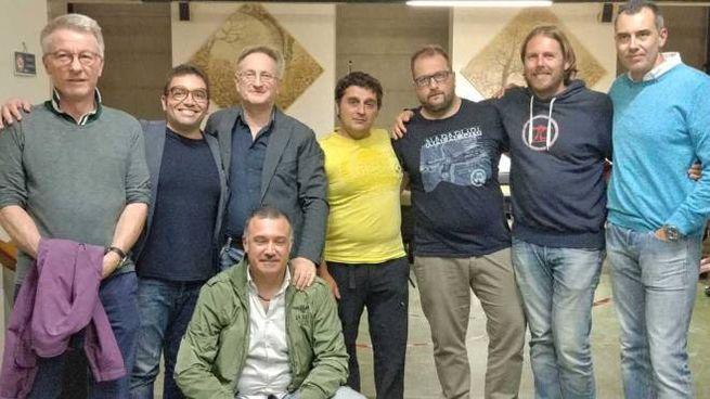 Sandro Botticelli, terzo da sinistra, con i componenti della lista