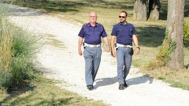 Due agenti al parco Fontescodella (foto d'archivio)