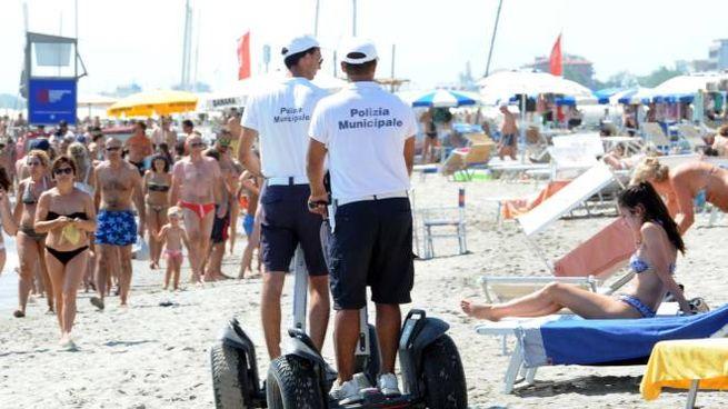 Lotta all'abusivismo in spiaggia (foto d'archivio)