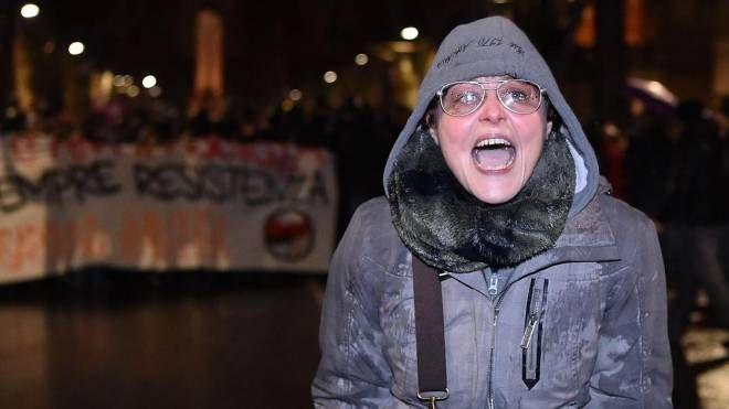 La maestra  Lavinia Flavia Cassaro, licenziata per aver urlato contro i poliziotti (Ansa)