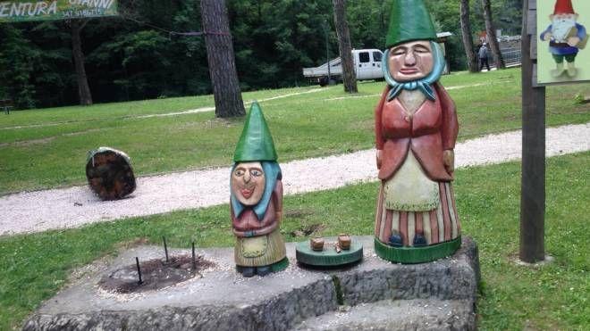 Il gruppo di sculture colpito dai vandali