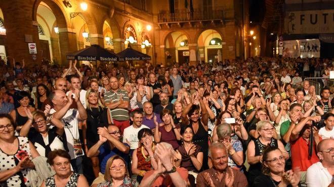 Il pubblico durante un appuntamento della scorsa estate (Foto De Marco)