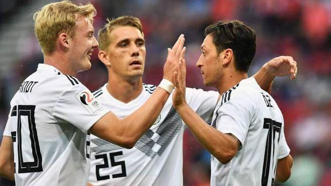 I giocatori Brandt, Petersen e Ozil della Germania (Afp)