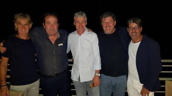 Da sinistra Mussi, il tifoso Vincenzo Volpi, Redomi, Nardini e il vice ct Evani