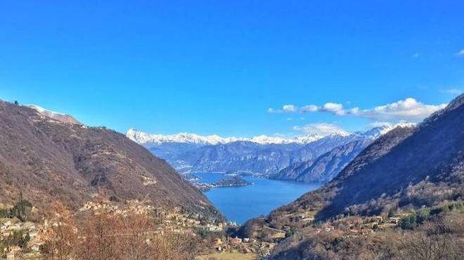 Il panorama del lago visto da Schignano