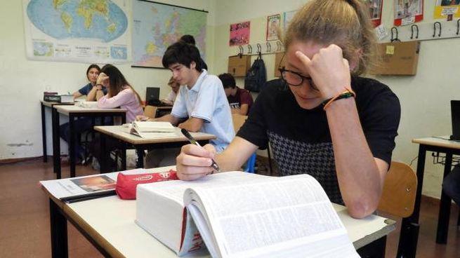Studenti impegnati con gli esami di maturità (Ansa)