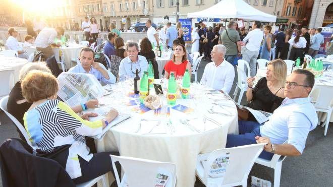 La cena sul Ponte di Mezzo (Foto Valtriani)