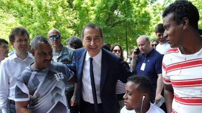 Tavolata multietnica con il sindaco  Beppe Sala