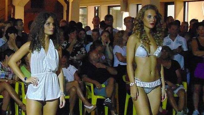 In passerella Due modelle conquistano la scena