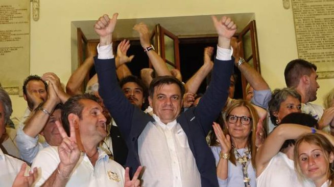 Alberto Giovannetti festeggia la vittoria (foto Umicini)