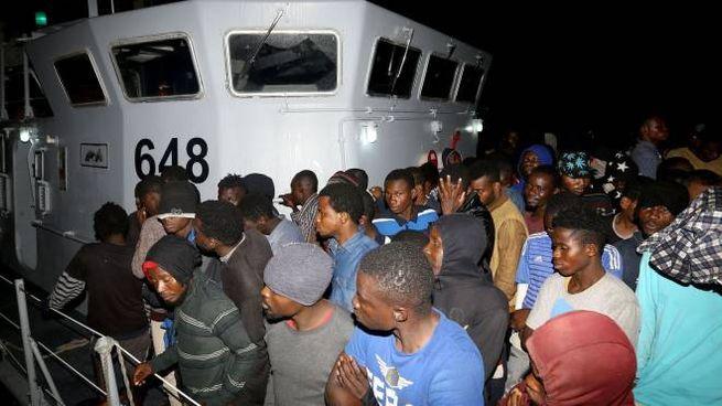 Migranti riportati a Tripoli dalla Guardia costiera libica